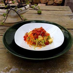 Prato LowCarb #05 - Macarrão Tricolor (Cenoura, Abobrinha e Chuchu) com Confit de Tomate e Mix de Queijos